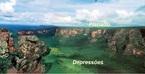 Planaltos são relevos constituídos por irregularidades (de forma ondulada), grande parte dos casos localizados em altitudes superiores a 300 metros acima do nível do mar. As serras escarpas e chapadas são consideradas planaltos. Um dos aspectos particulares desse tipo de relevo é que ele libera sedimentos para as áreas mais aplainadas ou baixas, favorecendo o surgimento de depressões e de planícies. No Brasil, são exemplos o Planalto Central Brasileiro, o Planalto Centro-Sul Mineiro, os planaltos da Região Amazônica e os planaltos da bacia sedimentar do Paraná. </br></br> As depressões são caracterizadas pelo rebaixamento repentino do relevo, ou seja, correspondem a uma área com altitude mais baixa que as áreas que circunda. As depressões são classificadas em dois tipos: depressão relativa (que apresenta altitude mais baixa que as áreas ao redor, mas estão acima do nível do mar) e absoluta (se apresenta abaixo no nível do mar). As depressões geralmente são planas, em razão dos processos erosivos aos quais se sujeitaram ao longo de milhares de anos. </br></br> Palavras-chave: Relevo. Planalto. Hidrografia. Altitude. Depressão. Depressão absoluta. Depressão relativa.